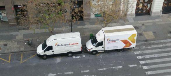 camiones y furgonetas para mudanzas pequeñas en valencia